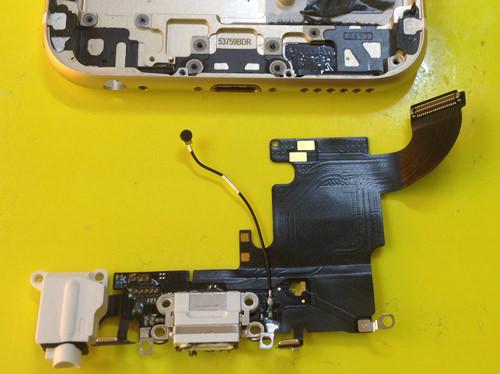 iphone6s ドックコネクター・イヤホン分解方法6