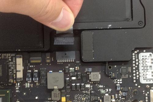 Macbook Air A1369(13インチ) 液晶パネル交換方法5