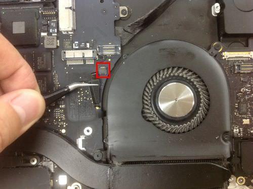 Macbook Pro Retina A1398 ロジックボード交換方法9