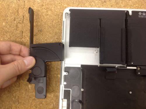 Macbook Pro Retina A1398 スピーカー交換方法2